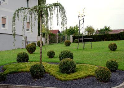 efh_bad_hall_moderne-gartengestaltung-mit-buchsbaumen