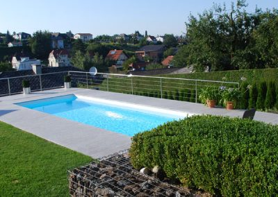 efh_sierning_blick-auf-pool-in-hanglage-in-sierning