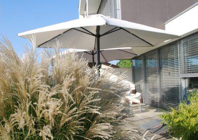 efh_sierning_gestaltung-terrasse-mit-pflanzen